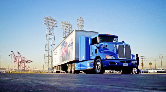 バイオマス水素を大型FCトラックに充填、カーボンフリーで運行