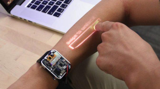 腕をタッチパネルに スマートウォッチで肌に映像を投影